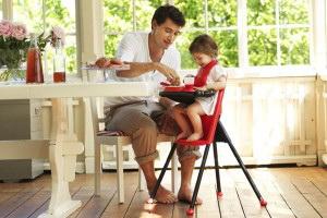 Как выбрать стульчик и стол для кормления ребёнка