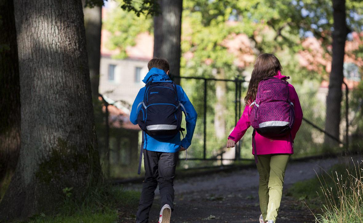 Как правильно выбрать и где купить школьные рюкзаки оптом для старших классов?
